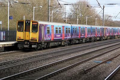 313027 on a Welwyn.G.City-Moorgate service past Welham Green 17/02/12