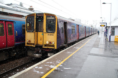 313043 Hertford North on a Moorgate service in the snow. 14/01/13.