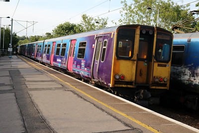 313039 Departs Hertford North with 2F32 Moorgate-Stevenage    15/06/18