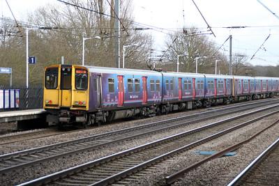 313055 Welwyn.G.City-Moorgate service past Welham Green 17/02/12