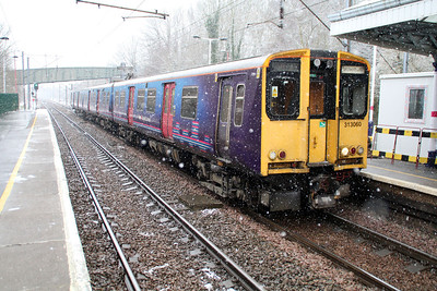 313060 Hertford North in the snow 14/01/13.