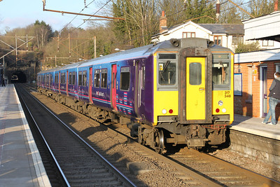 317348 stops at Welwyn North heading to Kings X 03/02/12