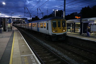 319009 2059/2v45 Luton-Sutton departs Harpenden on possibly its last service train, before going to Long Marston for store   12/08/17