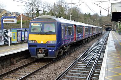 321419 1304/2P14 Kings Cross-Peterborough passes Welwyn North  09/01/16