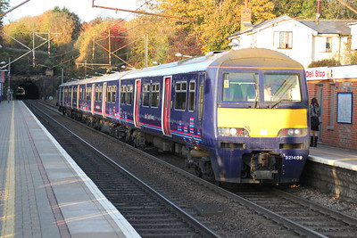 321409 stops at Welwyn North on a semi fast to Kings X 01/11/11