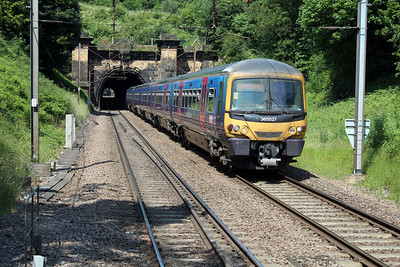 365527 emerges from Welwyn Tunnel heading to Kings Cross 07/07/13.
