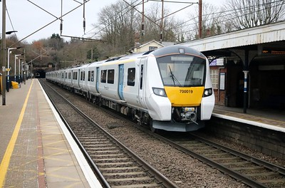 700019 1353/3z65 Cambridge-Hornsey passes Welwyn North   05/12/17