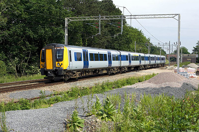 350129 forms 2Y20 1400 Northampton-Birmingham New Street passing Berkswell on 16/06/2006.