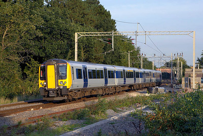350114 arrives at Berkswell on 15/09/2006 whilst forming 1Y26 1700 Northampton-Birmingham New Street.
