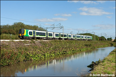 350259 forms 1U39 1446 London Euston-Crewe as it runs alongside the Oxford Canal at Ansty on 10/09/2009.