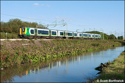350119 forms 1U41 1546 London Euston-Crewe as it runs alongside the Oxford Canal at Ansty on 10/09/2009.