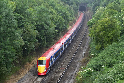 460003 heads towards Quarry Tunnel with 1U48 1150 Gatwick Airport-London Victoria on 20/06/2005.