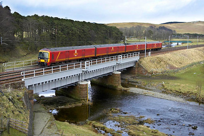 325001 crosses the River Clyde at Crawford whilst forming 1Z16 1532 Shieldmuir RMT-Warrington RMT on 04/03/2005.
