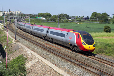390047 sweeps through Lichfield Trent Valley on 09/06/2006 forming 1A44 1115 Manchester Piccadilly-London Euston.