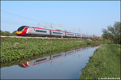 390027 runs alongside the Oxford Canal at Ansty whilst working 1S82 1646 London Euston-Edinburgh Waverley on 11/05/2006.