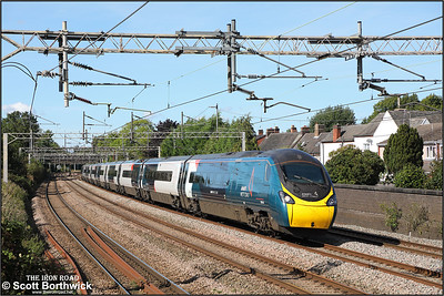 390043 passes Westwood Road, Atherstone working 1A36 1255 Manchester Piccadilly-London Euston on 20/09/2021.