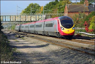 390025 glides through Cathiron whilst forming the 1A52 1130 Preston-London Euston service on 14/10/2003.