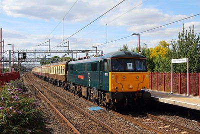 86101 on the 1Z07 Newcastle to Basingstoke at Harrow & Wealdstone on the 13th August 2017  The can did Crewe to Euston