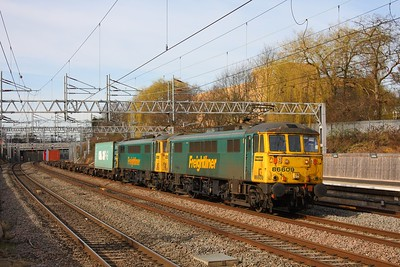 86609 leading 86604 on the 4L75 Crewe Basford Hall to Felixstowe at Tamworth 25th February 2011