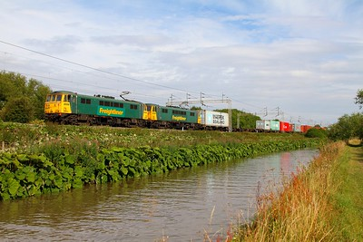 86604 leading 86614 on the 4M87 Felixstowe to Trafford Park freightliner at Ansty 25th July 2011