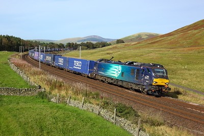 88010 working 4M48 1443 Mossend to Daventry at Castle Hill, Abington on 27 September 2020  Class88, DRS, WCMLScotland