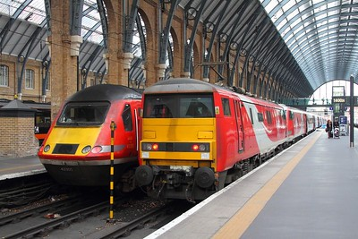91107 blunt end working 1E06 Glasgow Central (from Edinburgh) to London Kings Cross at Kings Cross on the 24th November 2017 2