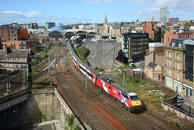 91101 working the 1S07 London Kings Cross to Edinburgh departing Newcastle on 20 August 2020  Class91, LNER, ECML