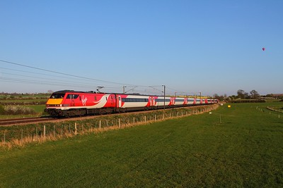 91105 on the 1N27 1730 London Kings Cross to Newcastle at Hougham on the 23rd April 2015
