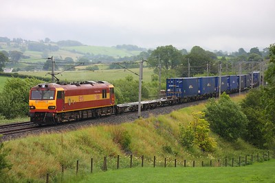 92001 on the 4M63 Mossend to Hams Hall at Docker on 15th July 2010