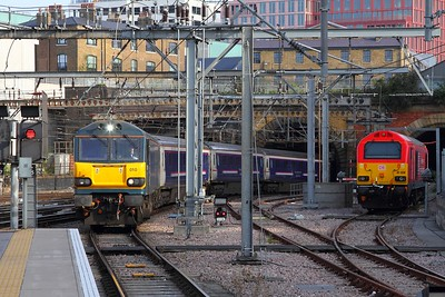 92010 arrives at London Kings Cross passing Thunderbird 67028 with the 1E43 2143 Aberdeen and Fort William to London Kings Cross on the 26th August 2017