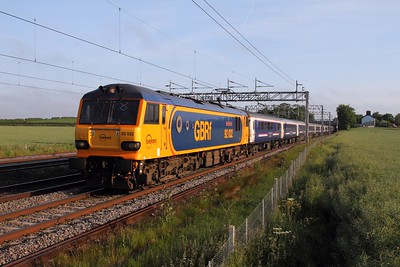92032 on the 1M16 Inverness to Euston at Grendon on the 11th June 2015 - 40 late due to failure of 67007 on 1B01, replaced by 37516 hires