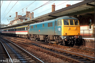 86223 'Hector' calls at Ipswich with a Norwich-London Liverpool Street service on 03/10/1986..