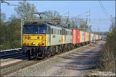 86612 'Elizabeth Garrett Anderson'+86623 power 4M87 1249 Ipswich Yard-Trafford Park at Cathiron on 08/04/2003.