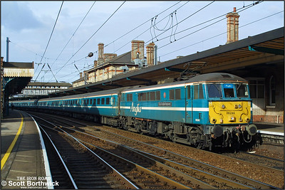 86246 'Royal Anglian Regiment' pauses at Ipswich whilst working 1P33 1140 Norwich-London Liverpool Street on 25/10/2003.