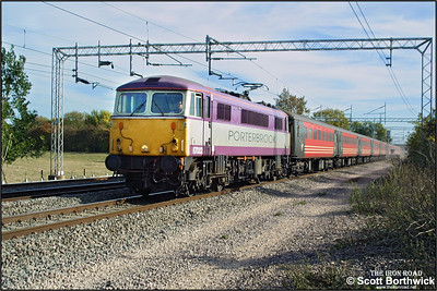87002 is in charge of 1P04 1325 London Euston-Preston at Cathiron on 15/10/2003.
