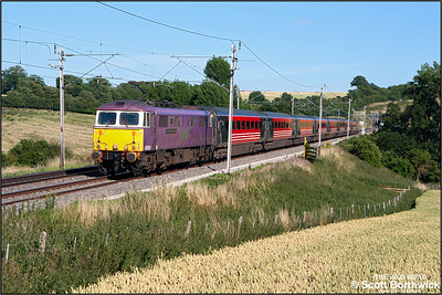 87002 'The AC Locomotive Group' has just emerged from Stowe Hill tunnel as it races north at Weedon Bec with 1G21 1652 London Euston-Birmingham New Street on 11/07/2006.