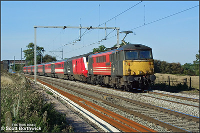 87014 'Knight of the Thistle' passes Brockhall on 17/09/2003 with a London Euston bound service.