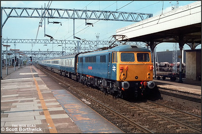 87024 'Lord of the Isles' slows for its stop at Nuneaton whilst working 1A49 1315 Manchester Piccadilly-London Euston on 14/05/1984.