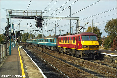 90037 'Spirit of Dagenham' arrives at Ipswich whilst in charge of 1P35 1200 Norwich-London Liverpool Street on 25/10/2003.