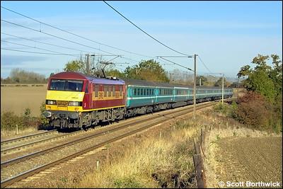 90034 propels 1P08 0830 London Liverpool Street-Norwich at Dagworth on 25/10/2003.