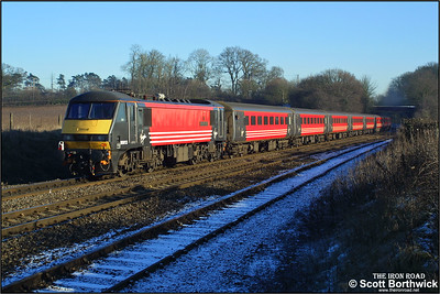 90013 'The Law Society' is dead on the rear of a 1A43 1219 Wolverhampton-London Euston dragged by 47733 at Whitacre Junction on 05/01/2003.