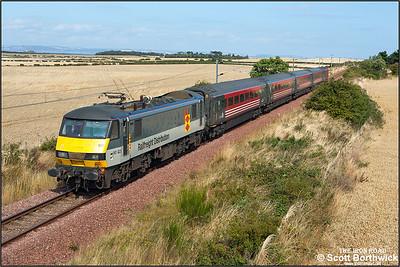 90021 heads 2Y01 1217 North Berwick-Edinburgh Waverley near Fenton Barns on 30/08/2005.