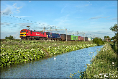 90036+90024 pass Ansty whilst working 4S47 1913 Daventry IRFT-Mossend Euroterminal on 18/06/2015.