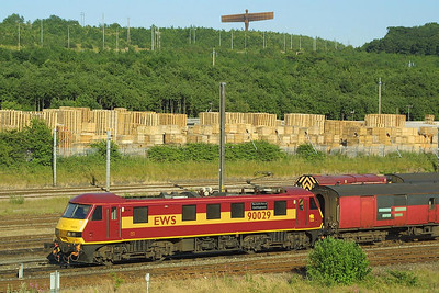 Watched over by 'The Angel of the North', 90029 is pictured at Tyne Yard on the stock of 1V28 2024 Low Fell RMT-Bristol Parkway on 14/7/2003.