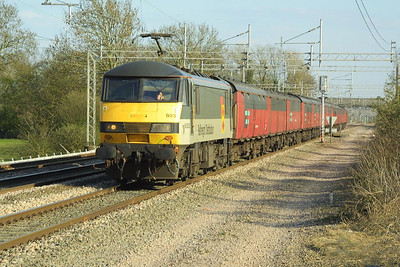 90023 heads 1S96 Willesden PRDC-Shieldmuir RMT at Cathiron on 08/04/2003.