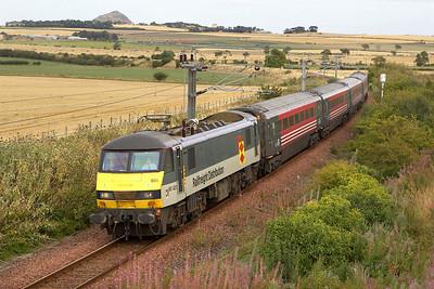 90021 approaches Drem with 2Y05 1417 North Berwick-Edinburgh Waverley on 30/08/2005.