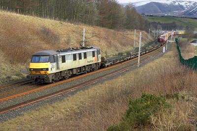 Running 3 hours late, 90042 hauls 4M27 0500 Coatbridge FLT-Crewe Basford Hall passing Beck Foot on 03/03/2005.
