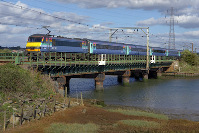 90009 crosses the River Stour Viaduct at Manningtree on 07/10/2006 whilst propelling 1P34 1400 London Liverpool Street-Norwich.