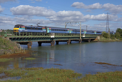 90002 crosses the River Stour at Manningtree on 07/10/2006 whilst propelling 1P30 1300 London Liverpool Street-Norwich.