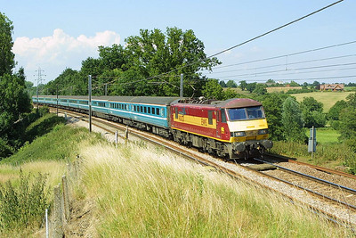 90020 passes Brantham on 06/07/2004 whilst working 1P47 1500 Norwich-London Liverpool Street.
